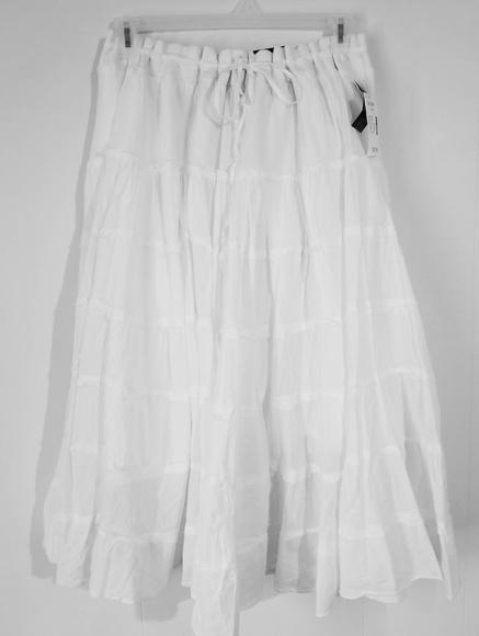 b94e08d4dba  PLUS SIZE  White Cotton Broom Skirt NWT